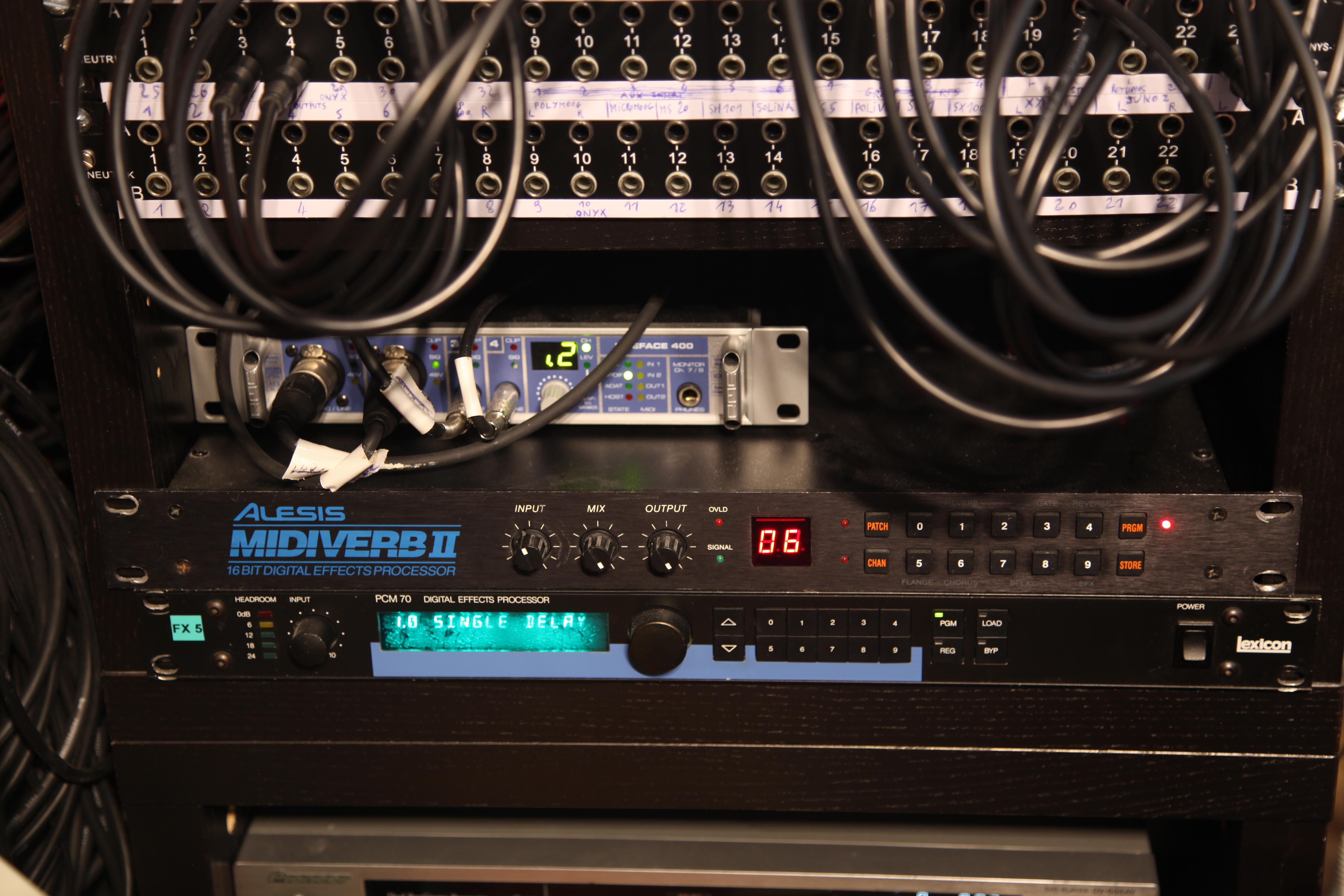 Midiverb 2 et PCM 70